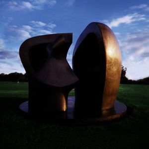 Henry Moore - 图在避难所