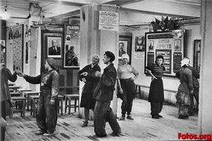 Henri Cartier-Bresson - 建设workers_食堂Hotel Metropole酒店莫..